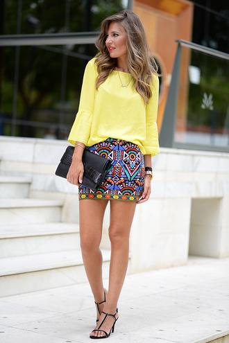 mi aventura con la moda blogger skirt yellow patterned skirt pattern clutch black clutch