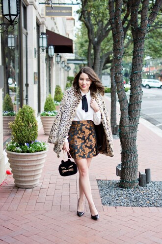 champagne&citylights blogger skirt coat blouse shoes fall outfits faux fur coat pumps white shirt