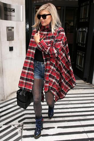 jacket shirt oversized fergie fall outfits boots streetstyle plaid