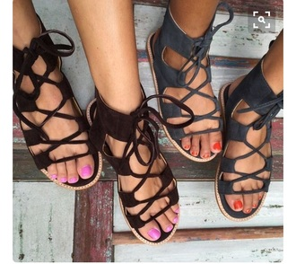 shoes sandals flat sandals cute sandals black sandals flats black grey black shoes black and white lace up lace up sandals clothes summer flip-flops outfit