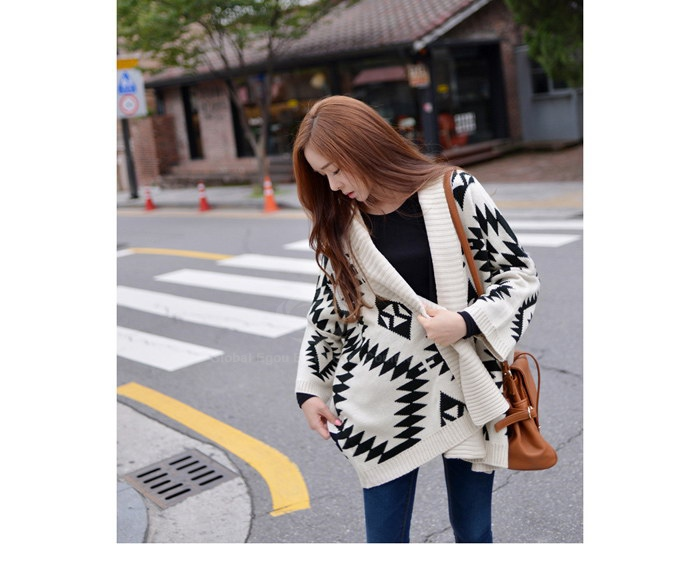Fitting roman geometric pattern batwing sleeve knitting sweater for women (as the picture,one size)
