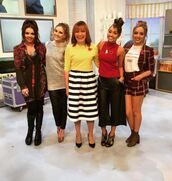 sweater,pants,little mix,perrie edwards,jade thirlwall,leigh-anne pinnock,jesy nelson,instagram,top,shorts,jacket