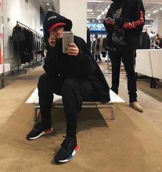 pants kylie jenner kendall and kylie jenner kylie jenner jogger joggers pants shoes black shoes red blue sneakers adidas black girl nmd classic fashion cool