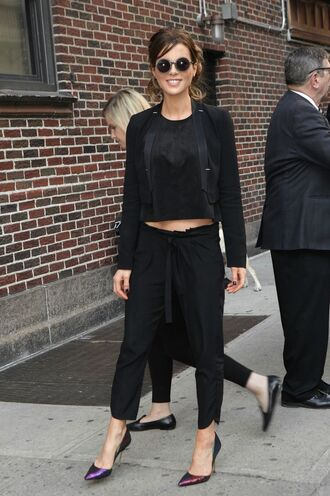 pants pumps blouse all black everything kate beckinsale jacket top