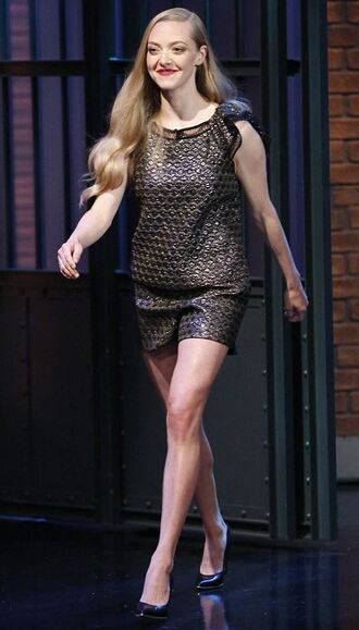 shorts top pumps amanda seyfried