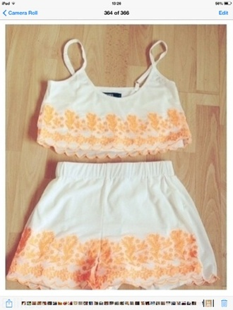 shorts coral orange cream white coral crop top coral shorts coral pattern orange crop top orange shorts orange pattern cream crop top cream shorts cute crop tops top miss selfridge summery summer outfits festival baggy loose pretty nice instagramfashion instagram two-piece