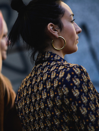 jewels tumblr earrings hoop earrings gold earrings jewelry gold jewelry fashion week 2017 streetstyle