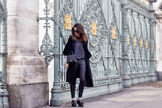 scent of obsession blogger grey t-shirt black coat
