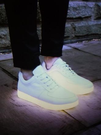 shoes white nike sporty grunge pale