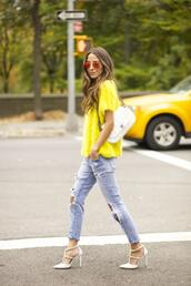 something navy,blogger,jeans,sunglasses,bag,jumper,ripped jeans,yellow