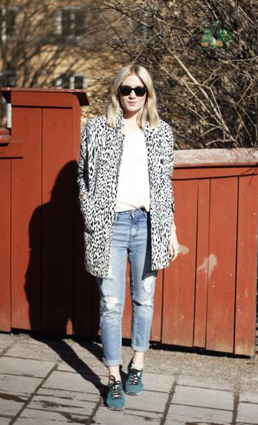 josefin t-shirt sunglasses coat shoes