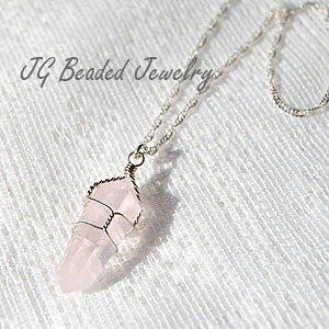 Rose Quartz Crystal Necklace van JGBeadedJewelry op Etsy