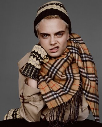 scarf burberry cara delevingne editorial trench coat