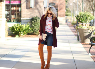 twopeasinablog blogger t-shirt make-up cardigan jeans shoes sunglasses jewels winter outfits boots over the knee boots