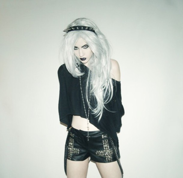 shorts goth pastel goth black shirt grunge