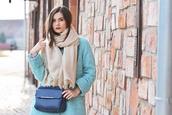 perla oreneta,blogger,coat,jeans,scarf,top,shoes,bag