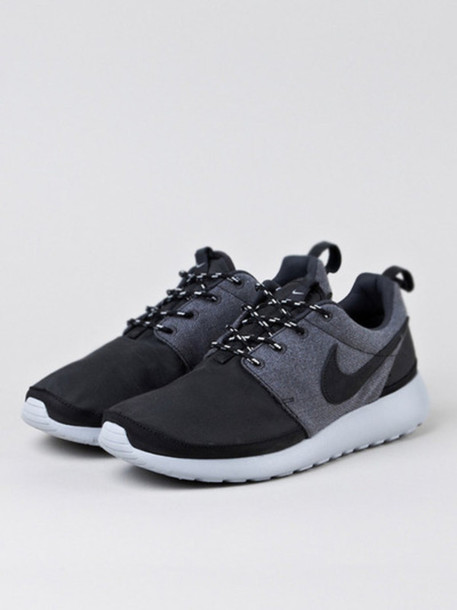 shoes grey rihanna nike shoes new shoes new nike fashion killa nike running shoes nike shoes for women nike roshe run gray and black nike roshe roshe runs gray and black grey shoes nike sneakers nike running shoes nike black sneakers low top sneakers