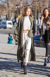 jeans,ripped jeans,streetstyle,ankle boots,gigi hadid,model off-duty,crop tops,cropped sweater,coat