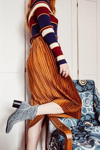 kristina magdalina blogger skirt sweater shoes