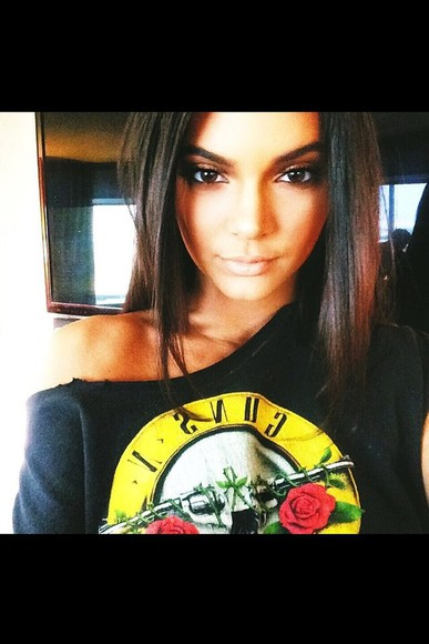 guns and roses black shirt kendall and kylie jenner