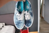 shoes,vans,indie,dark blue,blue,navy blue tie dye,blue and white,low tops,bag