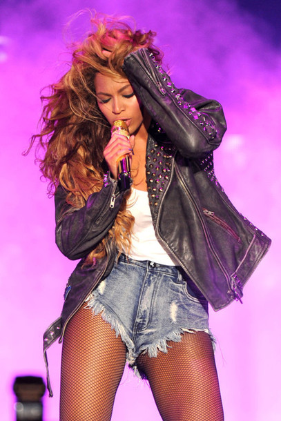 jacket beyonce beyonce dope shorts hairstyles tights studs flawless High waisted shorts tank top leather jacket beyoncé shirt beyonce fashion beyonce leather trill trill celebrity style style beyonce studded jacket