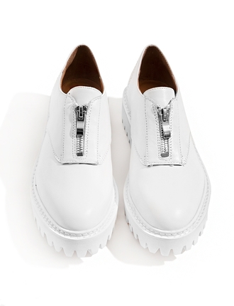 shoes white oxfords oxfords brouges pixiemarket spring shoes summer shoes white sneakers jeffrey campbell platform shoes
