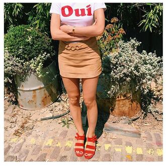 skirt rouje french girl style camel skirt mini skirt t-shirt white t-shirt sandals red sandals summer top summer outfits rouje.com red low heel sandals