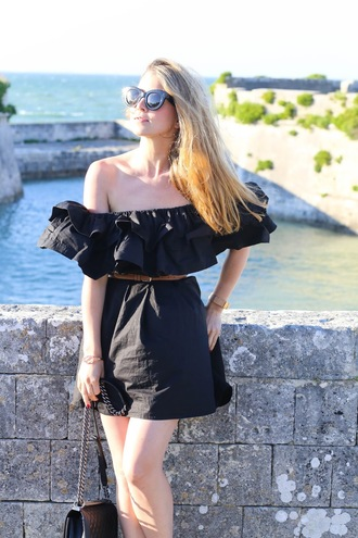 caroline louis pardonmyobsession blogger dress belt shoes bag off the shoulder black dress ruffle mini dress black bag
