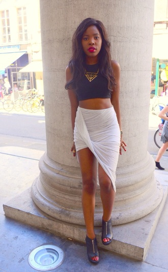 skirt white top black shoes side sweep skirt asymmetrical skirt side wrap wrap skirt