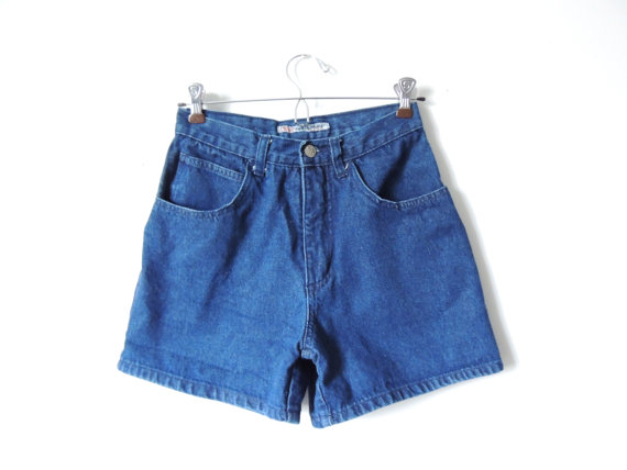 Highwaisted denim shorts / jean shorts / size 3 by urbncatfitters