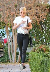 top,jeans,black and white,sofia richie,model off-duty,streetstyle