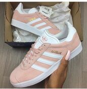 shoes,mode,jolie,pink,gazelle,marque,adidas,chic,beautiful,rose,girl,girly,sneakers,pink sneakers,low top sneakers