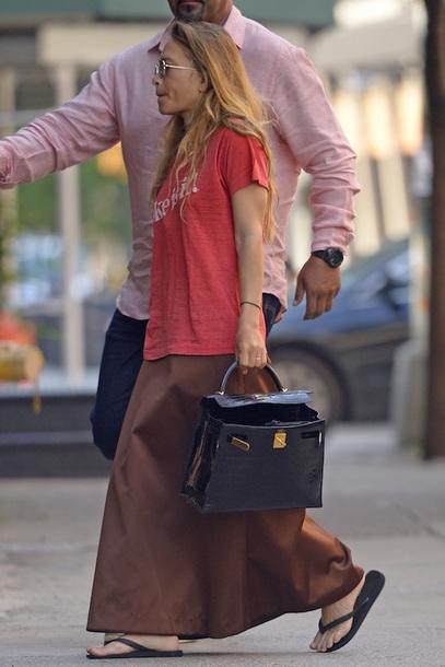 a02fe1dfd9ed55 olsen sisters blogger sunglasses t-shirt bag skirt celebrity red top  handbag maxi skirt flip