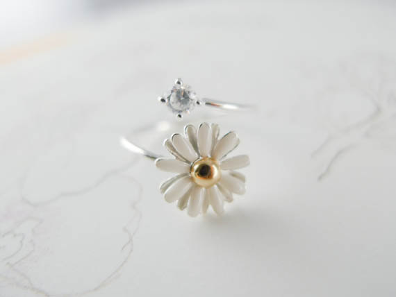 White daisy flower ring us size 5  9 van applelatte op etsy