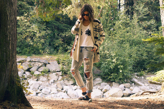 styling my life blogger sweater t-shirt jeans shoes sunglasses