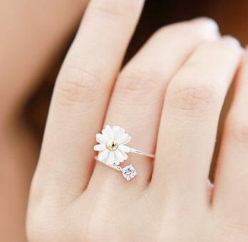 Little Daisy Ring - Juicy Wardrobe
