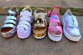 shoes,boho,bohemian,gypsy,indie,holographic,holographic shoes,jellies,white,gold,pink,vans,pale,pink shoes,gold shoes,brogue shoes,derbies,platform sandals