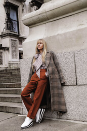 coat,tumblr,printed coat,printed long coat,long coat,plaid,plaid coat,pants,wide-leg pants,rust,shoes,white shoes