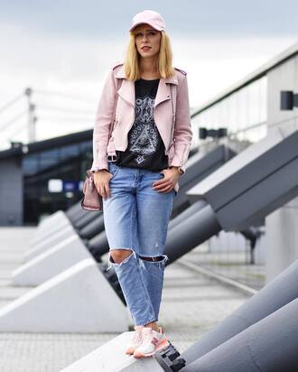 shoes sneakers pink sneakers denim jeans blue jeans ripped jeans new balance jacket pink jacket cap