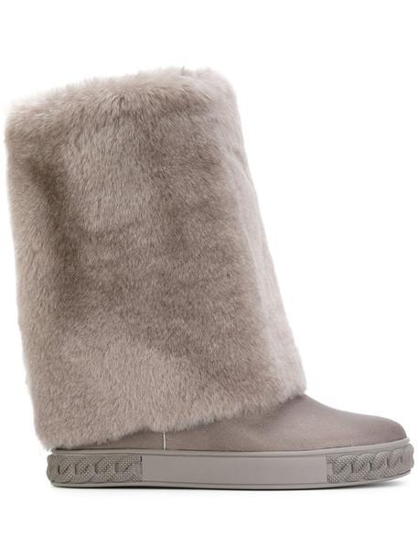 women grey shoes