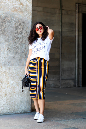 samieze blogger skirt shirt bag sunglasses t-shirt white t-shirt midi skirt black bag sneakers spring outfits