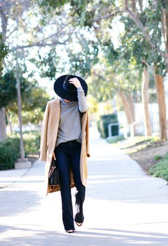 hallie daily blogger hat camel coat grey sweater coat jeans top bag shoes