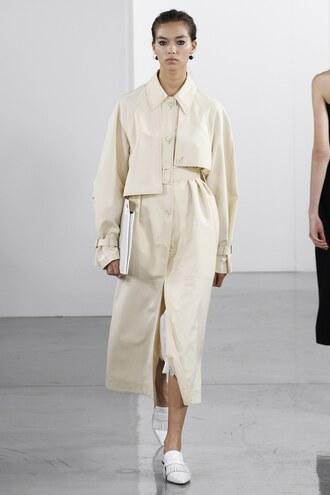 coat ports 1961 london fashion week 2017 runway trench coat model