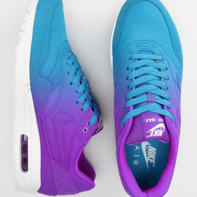 lace nike shoes