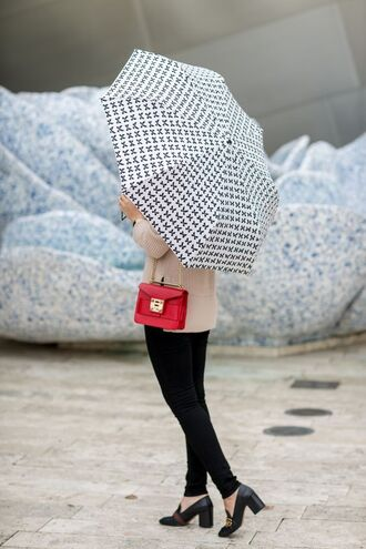 bag tumblr red bag jeans black jeans skinny jeans black skinny jeans shoes black shoes pilgrim shoes high heel loafers gucci gucci shoes sweater beige sweater umbrella