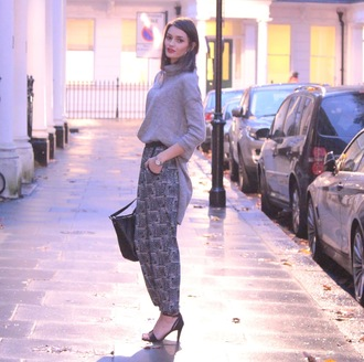 blogger bag peexo grey sweater printed pants harem pants sandals