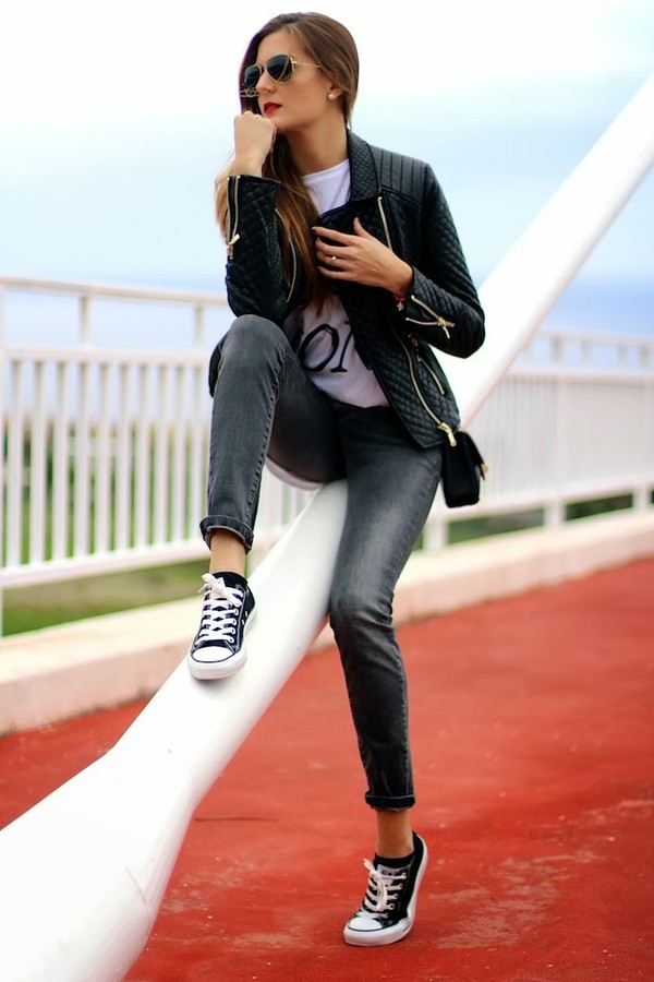 marilyn's closet blog t-shirt jacket shoes jewels jeans bag