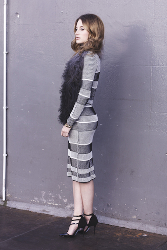 at fashion forte blogger jewels feathers dress striped dress heels
