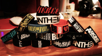 t-shirt pierce the veil sleeping with sirens mayday parade jewels bracelets grunge rock weheartit
